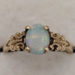 Jewelry - 14k Gold Opal Ring